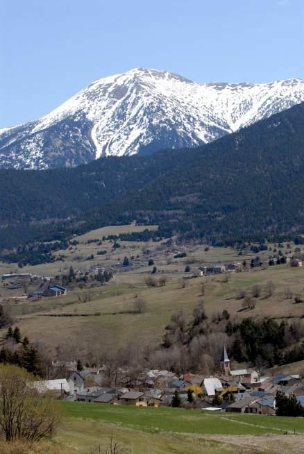 PYRENEES ORIENTALES Petit village entre Mont-Louis et Font-Romeu