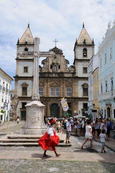 BRESIL - Salvador da Bahia Dans le Pelourinho, le largo do Cruzeiro de Sao Francisco