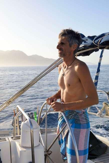 GRECE - Iles du Golfe Saronique Yorgos, le skipper du voilier affretté par La Balaguère : le Santorini
