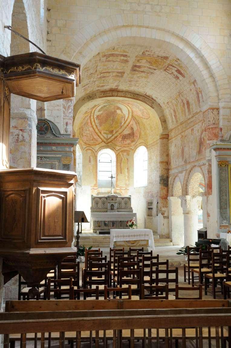 SARTHE - Lavardin Fresque dans l'église romane
