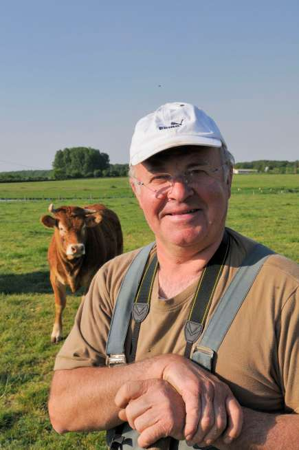SARTHE - Juigné-sur-Sarthe Joël Fortin, agriculteur et éleveur et producteur de charcuteries et rillettes, qui fait accueil France-Passion