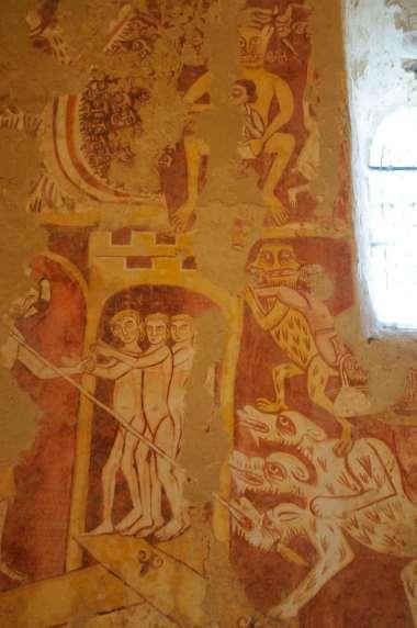 SARTHE - Asnières-sur-Vègre Fresques romanes dans l'église St-Hilaire
