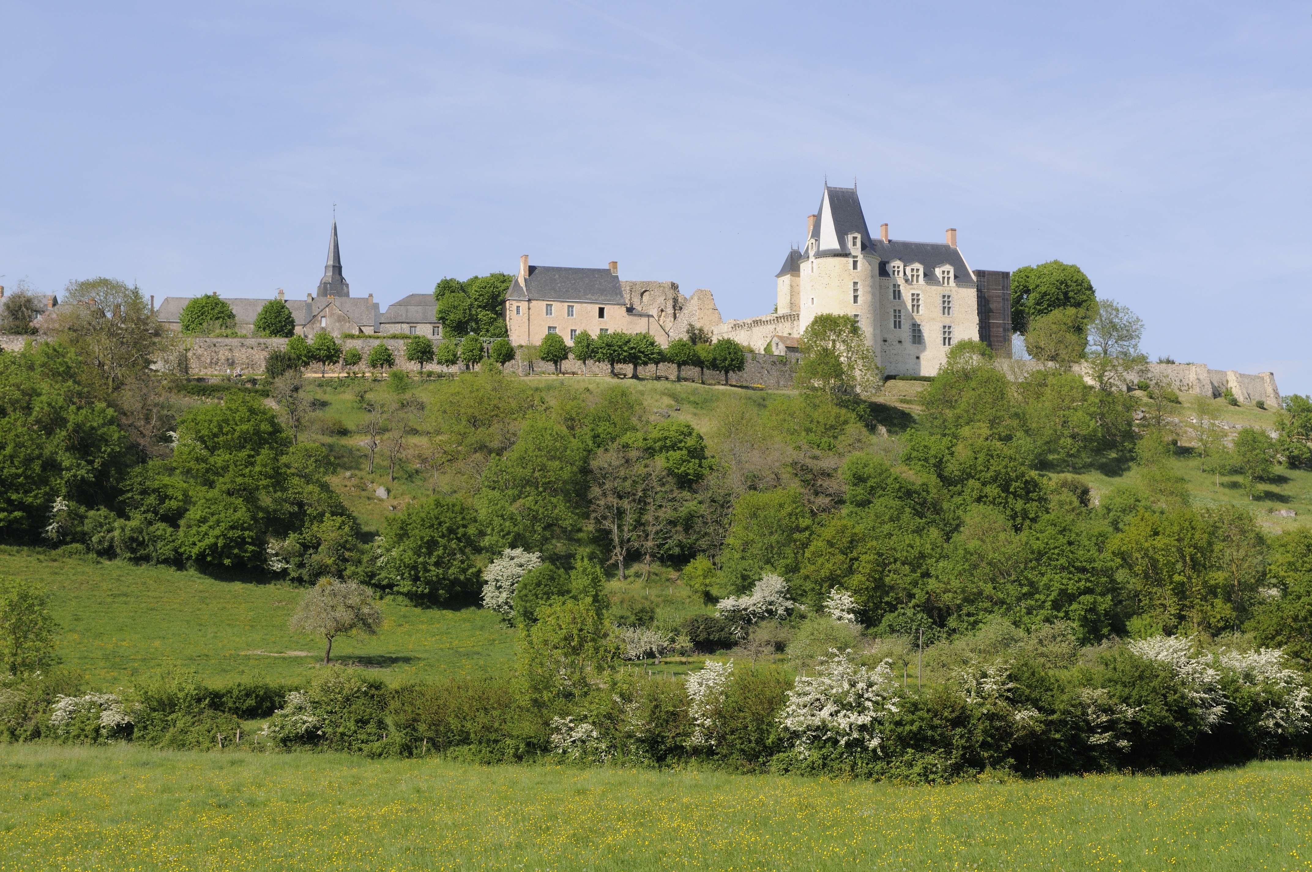 MAYENNE Sainte-Suzanne