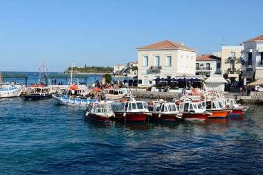 GRECE - Iles du Golfe Saronique Ile de Spetses Bateau-taxis au port