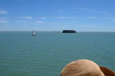 CHARENTE-MARITIME Le fort Enet, vu depuis le bateau qui va à l'île d'Aix
