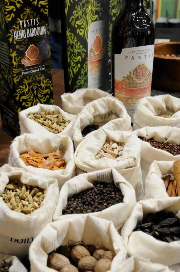 ALPES DE HAUTE PROVENCE Aux Distilleries et Domaines de Provence, à Forcalquier