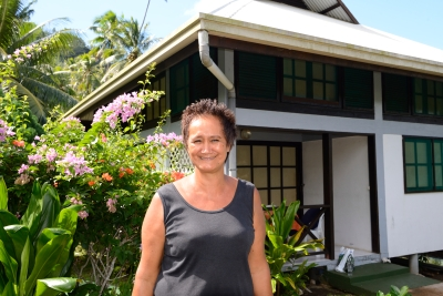 Polynésie Française Tahaa A la pension l'Hibiscus, c'est Lola qui commande et qui cuisine, avec son mari Léo.