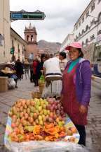 PEROU - Cuzco Vendeuse de figues de Barbarie