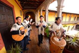 PEROU - Cuzco A la Casa Qoricancha (restaurant) Groupe péruvien traditionnel