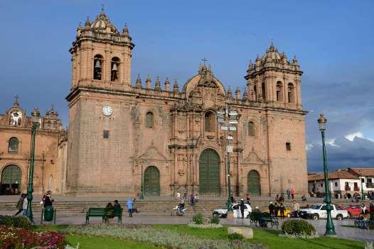 PEROU - Cuzco Cathédrale sur la place d'Armes
