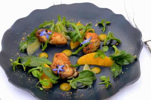 Oléron Aux Jardins d'Aliénor, au Château d'Oléron Salade d'huîtres panées aux agrumes, vinaigrette orange-cardamone