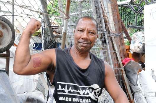 """BRESIL - Rio de Janeiro Dans la favela Pavaozinho """"Rocky Balboa"""", déménageur..."""