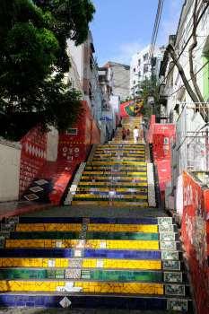 BRESIL - Rio de Janeiro Dans le quartier Lapa, escalier décoré par l'artiste Sélaron