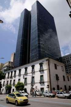 BRESIL - Rio de Janeiro Dans le Centro, ancien couvent de Carmel à l'intérieur duquel a été construit ces deux tours !