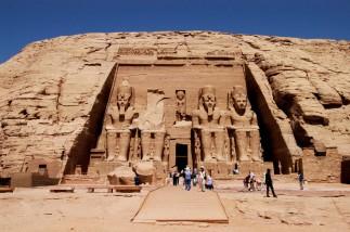 EGYPTE - La basse Nubie Abou-Simbel Temple du Soleil de Ramsès II Façade orientale
