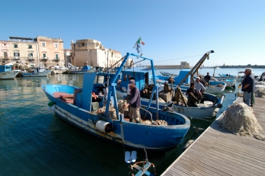 ITALIE - Pöuille - Trani Le port