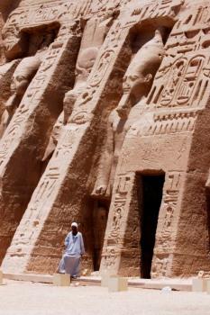 EGYPTE - La basse Nubie Abou-Simbel Façade du temple de la reine Néfertari