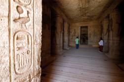 EGYPTE - La basse Nubie Abou-Simbel Temple de la reine Néfertari Salle à piliers avec têtes d'Hathor