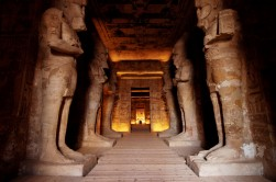 EGYPTE - La basse Nubie Abou-Simbel Temple du Soleil de Ramsès II Salle hypostyle