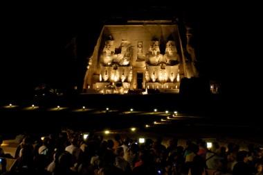 EGYPTE - La basse Nubie Abou-Simbel Temple du Soleil de Ramsès II Pendant le Sons et Lumières
