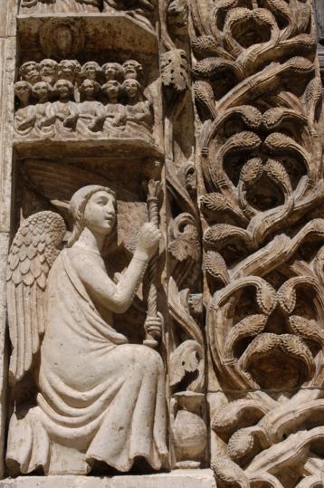 ITALIE - Pouille - Altamura Détail du portail de la cathédrale Notre-Dame de l'Annonciation