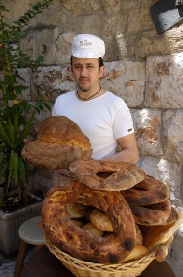 ITALIE - Pouille - Altamura Boulanger fabriquant le pain traditionnel DOP (= AOC)