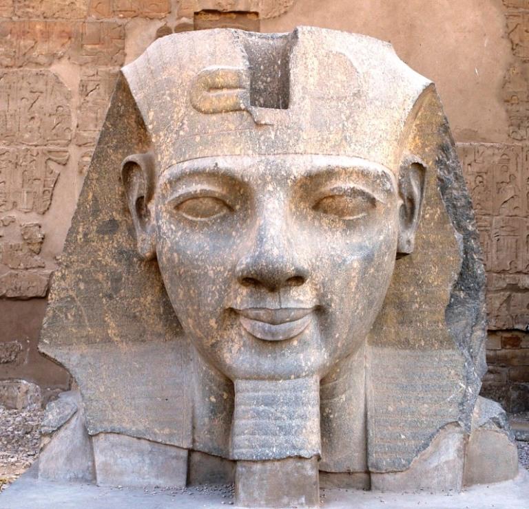 EGYPTE - Louxor Temple de Louxor Tête de Ramsès II