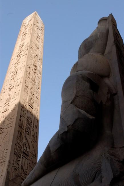 EGYPTE - Louxor Temple de Louxor Statue de Ramsès II et obélisque