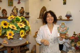 ITALIE - Pouille - Lecce Carmen Ramino, artisan de papier mâché dans son magasin derrière l'église Santa Croce