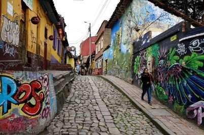 COLOMBIE - Bogota Peintures murales dans le quartier Candelaria, calle del Embudo