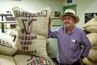 COLOMBIE - Salamina A la coopérative de café Julio Cesar Marin amène chaque semaine ses sacs de grains de café