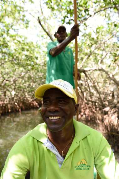 COLOMBIE - Carthagène Luis-Manuel, l'un des gérants d'Ecotours, dans la mangrove