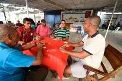 COLOMBIE - Carthagène Jeu de dominos dans un quartier populaire de Carthagène