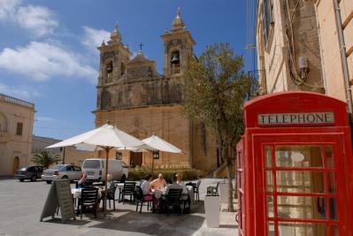 MALTE Gozo Sous l'église San Lawrenz, vers Gharb