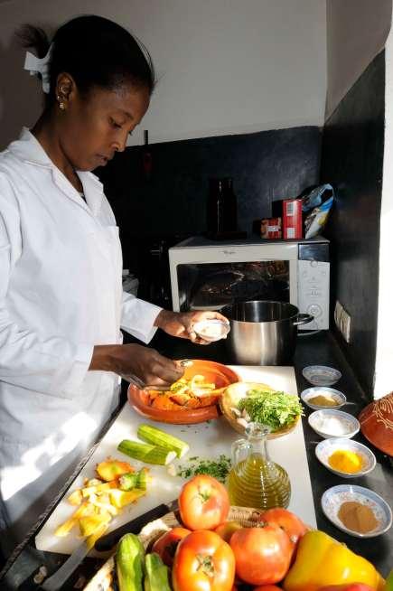MAROC - vers Samana Terres M'Barka A la Ferme, Fatiha donne des cours de cuisine