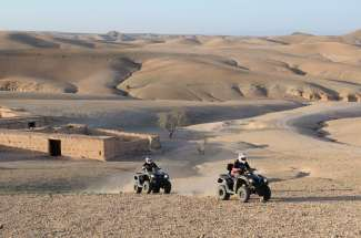 MAROC - Vers terres M'Barka Quad dans le désert