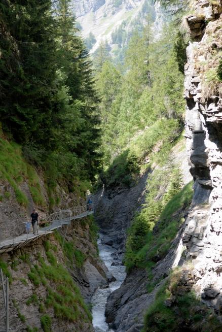 SUISSE - Valais Loèche-les-Bains Passerelle dans les gorges de la Dala