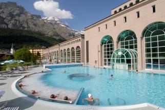 SUISSE Loèche-les-Bains Centre thermal