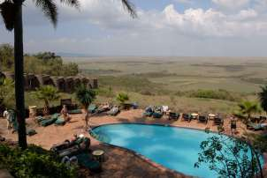 KENYA Maasaï Mara Piscine du Serena Mara Lodge