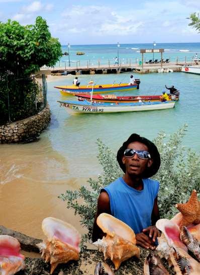 JAMAÏQUE Hotel Sandals Riviera d'Ocho Rios Vendeurs de coquillages