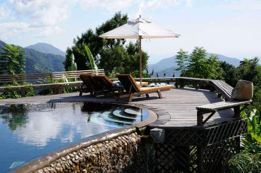 JAMAÏQUE Hôtel Strawberry Hill, perché à 1000 m d'altitude dans les Blue Mountains, appartenant à Chris Blackwell, le célèbre fondateur de la maison de disque Island records, qui a produit Bob Marley.