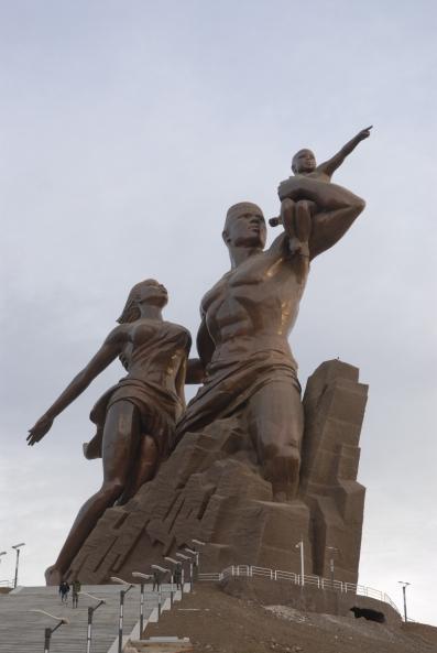 SENEGAL - Dakar Sculpture du Renouveau de l'Afrique, de Wade