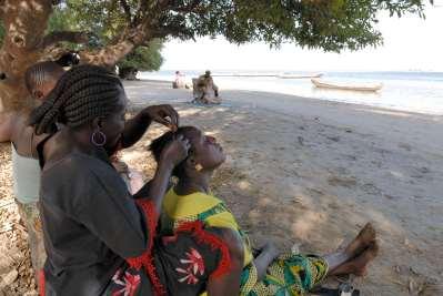 SENEGAL Sine Saloum Plage devant les Gîtes africains de Simal