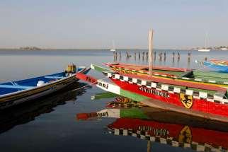 SENEGAL Sine Saloum Pirogues de pêcheurs ou de ballades, à N'Gangane