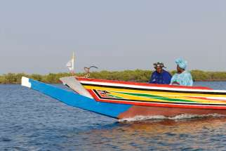 SENEGAL Sine Saloum En pirogue sur un bolong