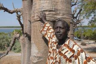 SENEGAL Sine Saloum Falia, petit village de pêcheurs Ousmane Fall, boulanger