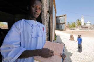 SENEGAL Sine Saloum Falia, petit village de pêcheurs Maître à l'école coranique