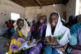 SENEGAL Sine Saloum Falia, petit village de pêcheurs A l'école coranique