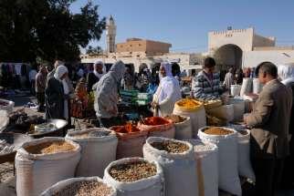 TUNISIE - Douz Au souk