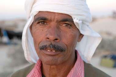 TUNISIE Désert à quelques km de Douz Ibrahim, chamelier
